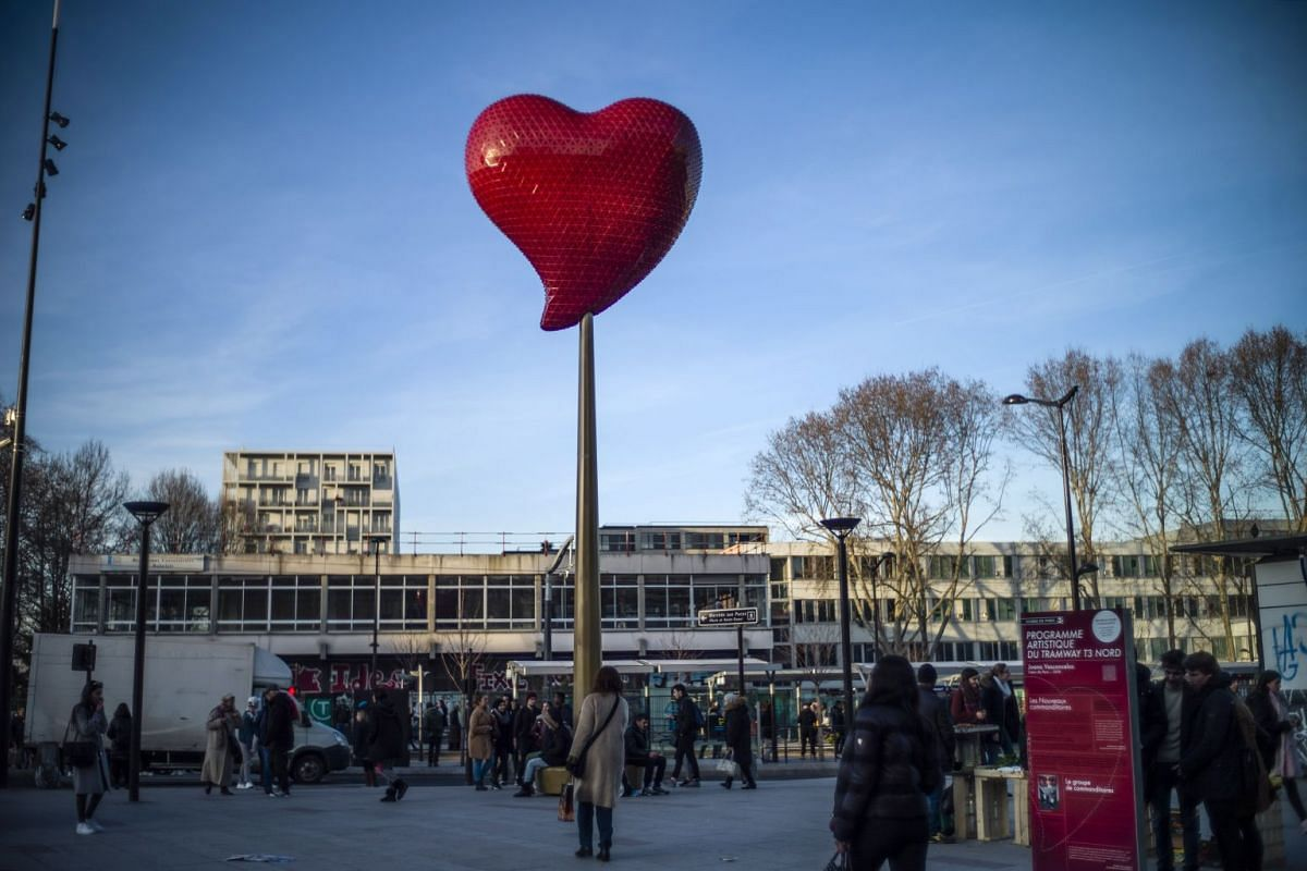 A giant heart, titled 'Coeur de Paris,' by Portuguese artist Joana Vasconcelos is on display at Clignancourt square as part as Valentin's Day preparations in Paris, France, February 13, 2019. PHOTO: EPA-EFE
