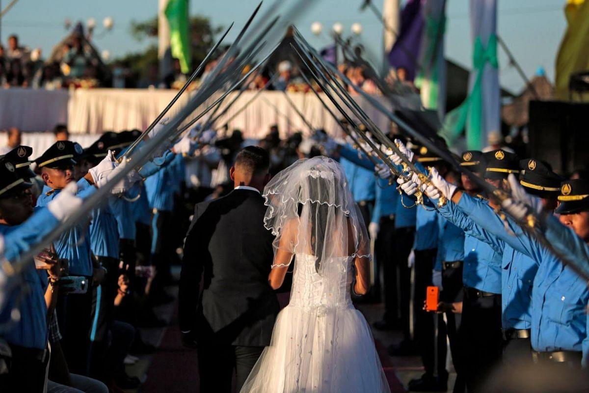 A couple attends a mass wedding on Valentine's Day, at Paseo Xolotlan Park in Managua, Nicaragua, on Feb 14, 2019.