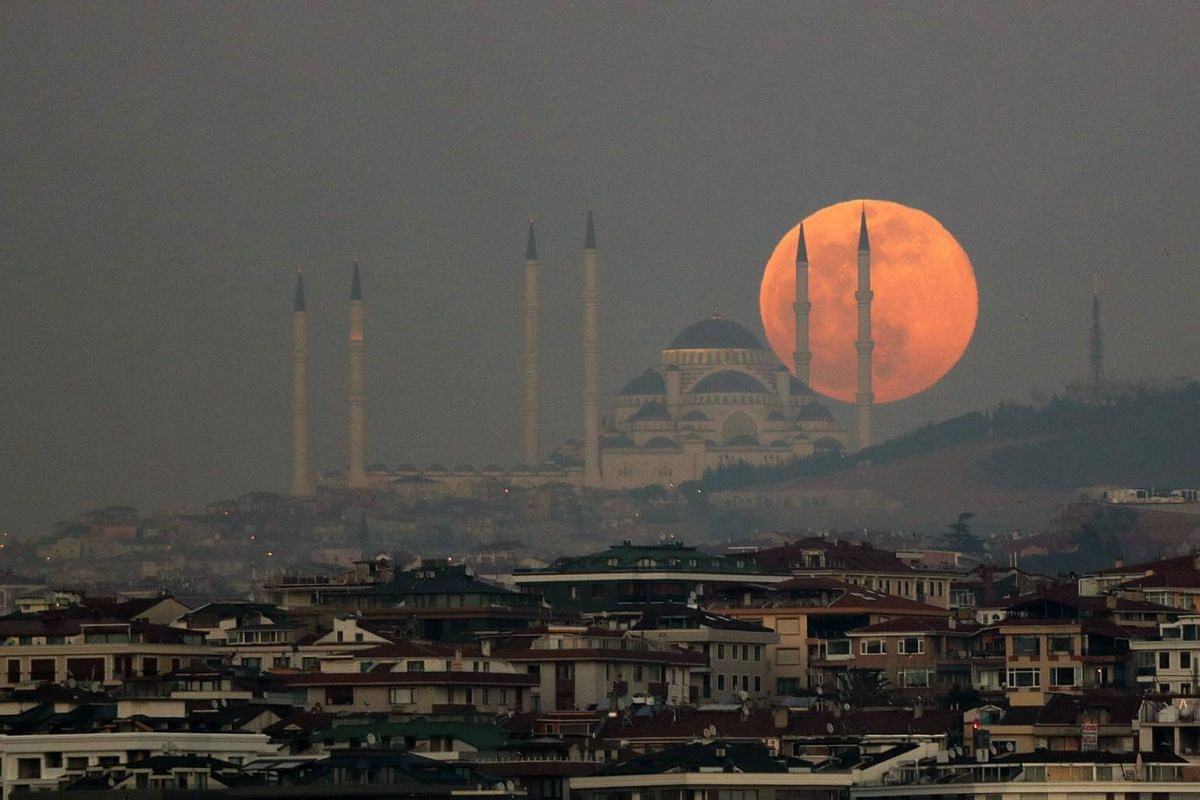 The rising super snow moon with the Camlica Mosque in Istanbul, Turkey, on Feb 19, 2019.