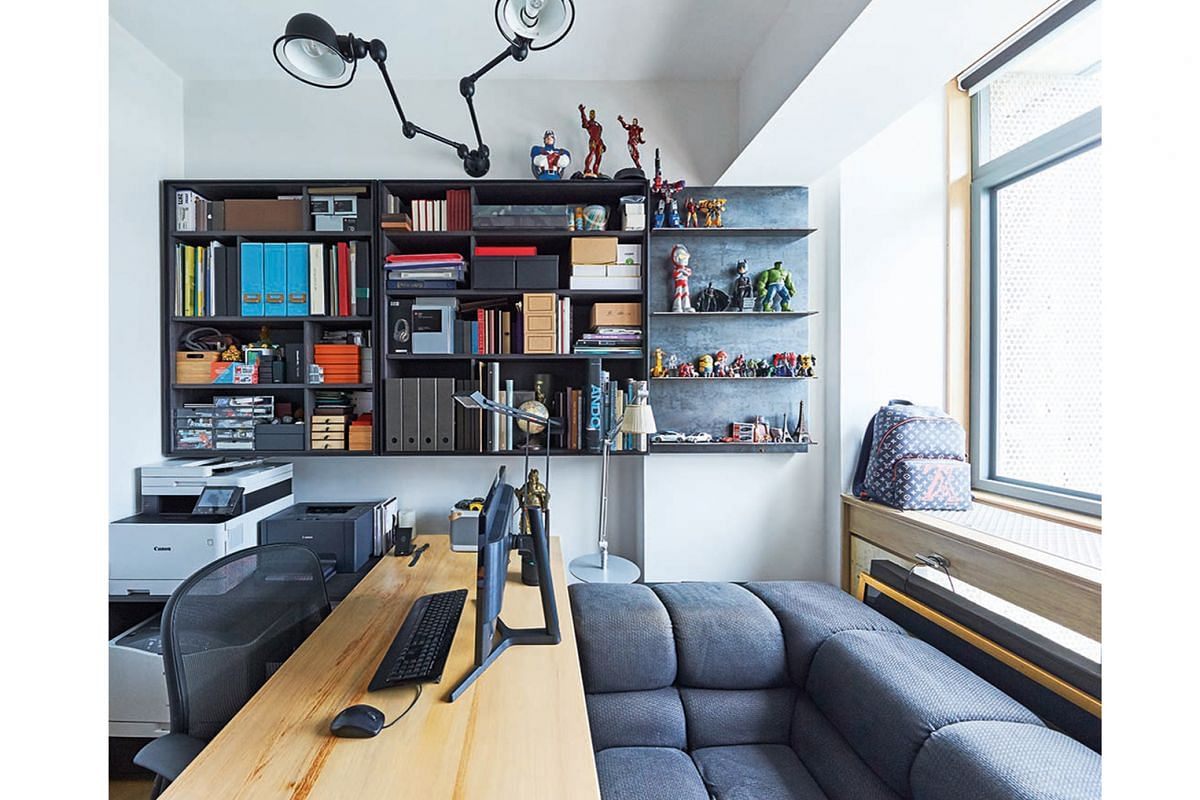 A room in the apartment has been converted into a home-based studio for the owner, an interior designer who runs his own company.