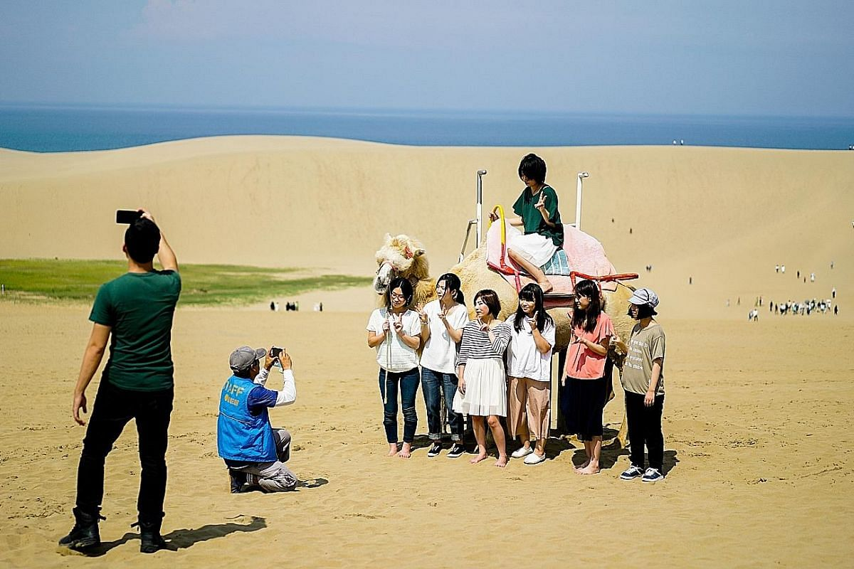 (Left) In summer, fun-seeking travellers can go camel riding, sandboarding and paragliding at Tottori's sand dunes, the largest in Japan. Winter time sees Tottori covered in snow, such as on ski slopes (above). (Above) Perched on a precipice, the Nag