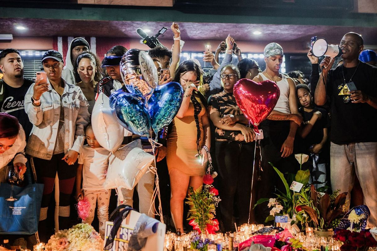 Mourners gather around a makeshift memorial in front of The Marathon Clothing where Nipsey Hussle was shot and killed, in Los Angeles, April 2, 2019. PHOTO: THE NEW YORK TIMES
