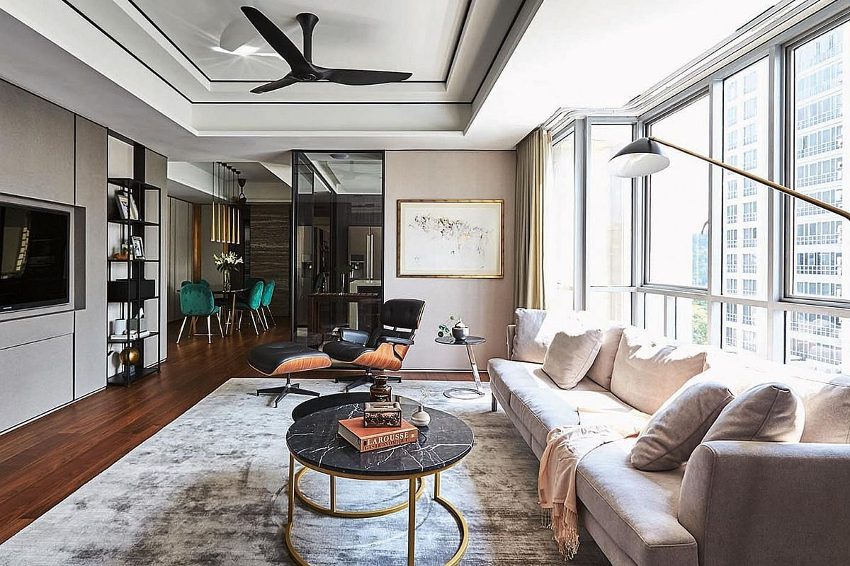 Floor-to-ceiling windows (above) ensure the interior of the apartment is always filled with light, while tinted glass walls provide privacy when needed.