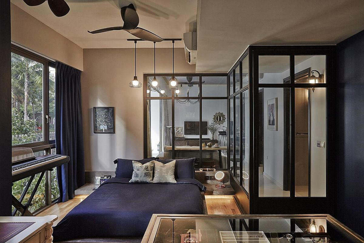 To create visual spaciousness and openness in the apartment of civil servant Cheong Mei Xi, tall glass panels in black frames instead of concrete walls separate the master bedroom (left) from the living room (above). Use floor-to-ceiling mirrors (lef