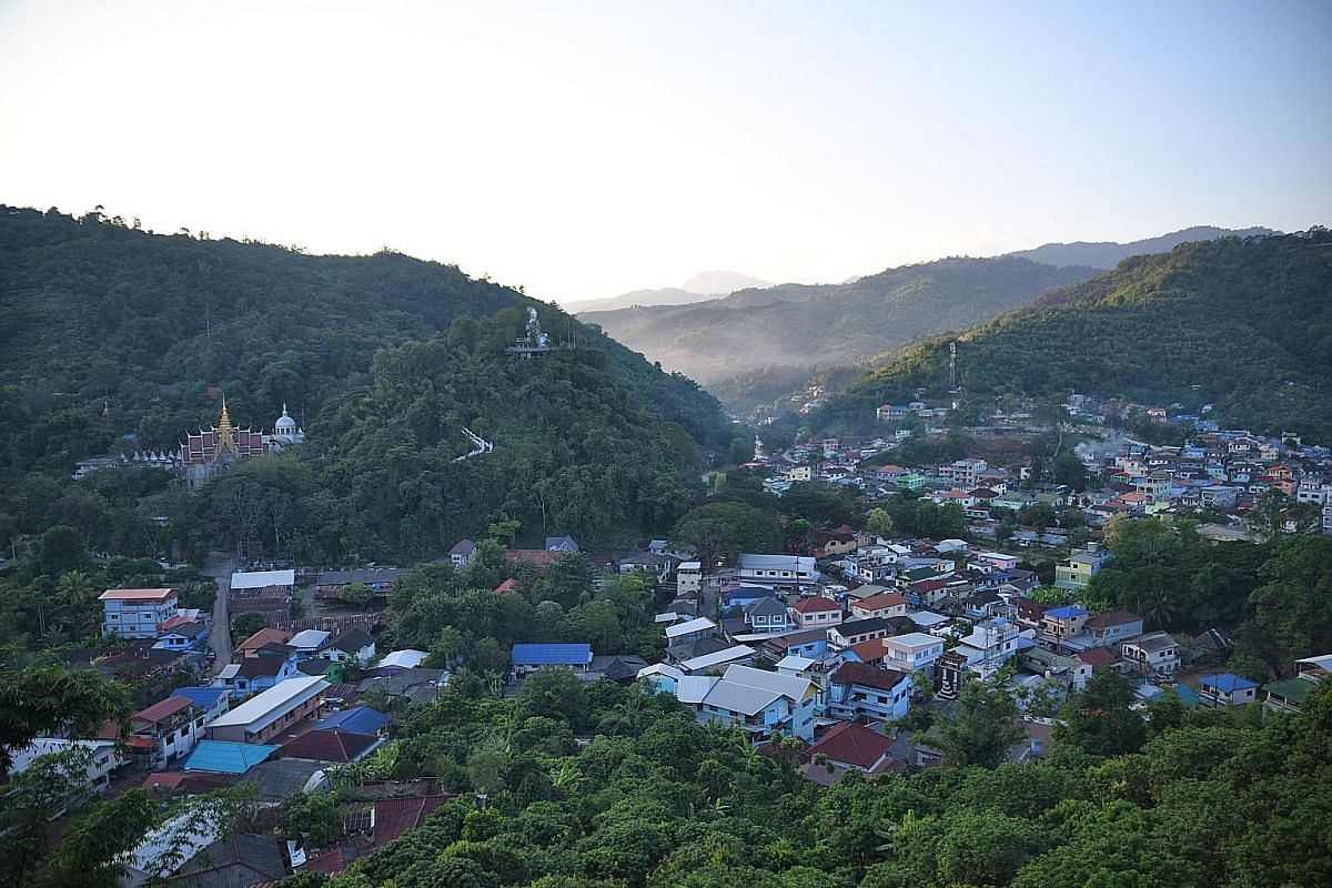 Mae Sai, a lively settlement hugging the border with Myanmar, is unmistakably Thai, but also strongly influenced by the Burmese, Chinese and Laotians.