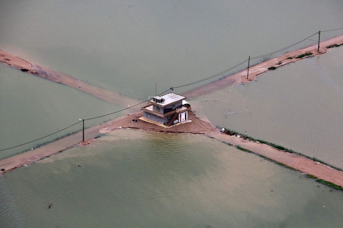 A general view shows the flooded Azadeghan plain in the village of Susangerd in Iran's Khuzestan province on April 09, 2019. PHOTO: AFP