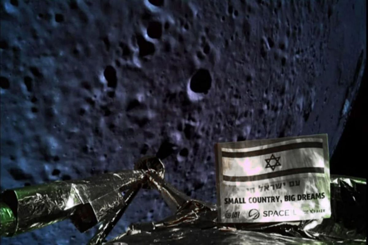 A handout picture released by SpaceIL and Israel Aerospace Industries (IAI) on April 11, 2019, shows a picture taken by the camera of the Israel Beresheet spacecraft, of the moons surface as the craft approaches and before it crashed during the landi