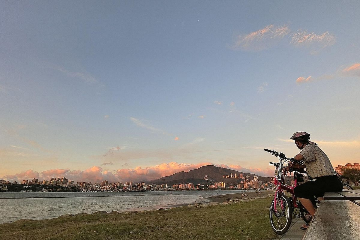 Catch the sunset at Bali Left Bank, which can be reached from tourist hot spot Tamsui.
