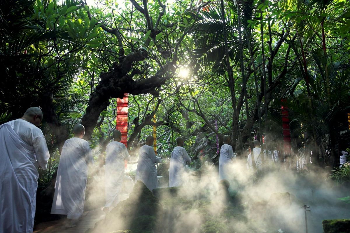 Novice nuns walk in line to receive food from people during the Songkran Festival at the Sathira-Dhammasathan Buddhist meditation centre in Bangkok, Thailand, on April 14, 2019.