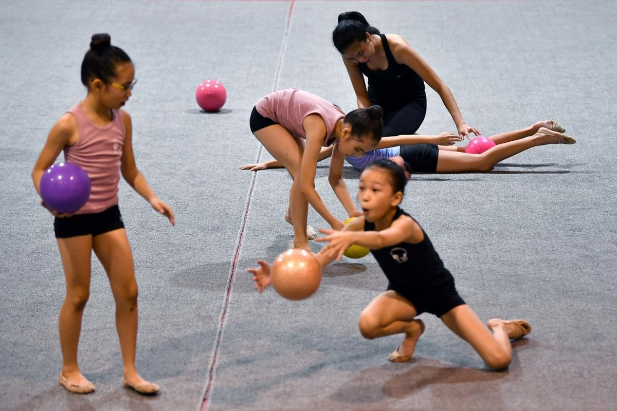 Ms Phebe Lau teaching students ball techniques during a rhythmic gymnastics masterclass.