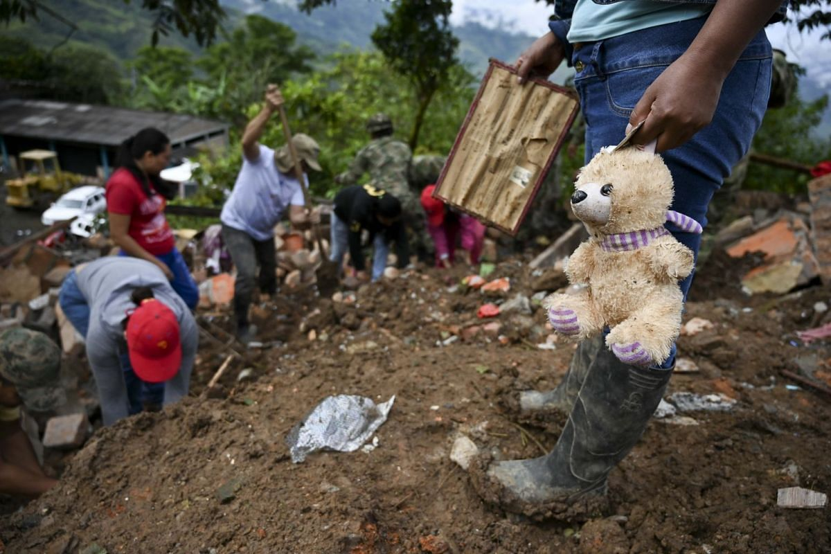 Rescue workers and locals search for victims after a landslide in Rosas, Valle del Cauca department, in southwestern Colombia, on April 22, 2019.