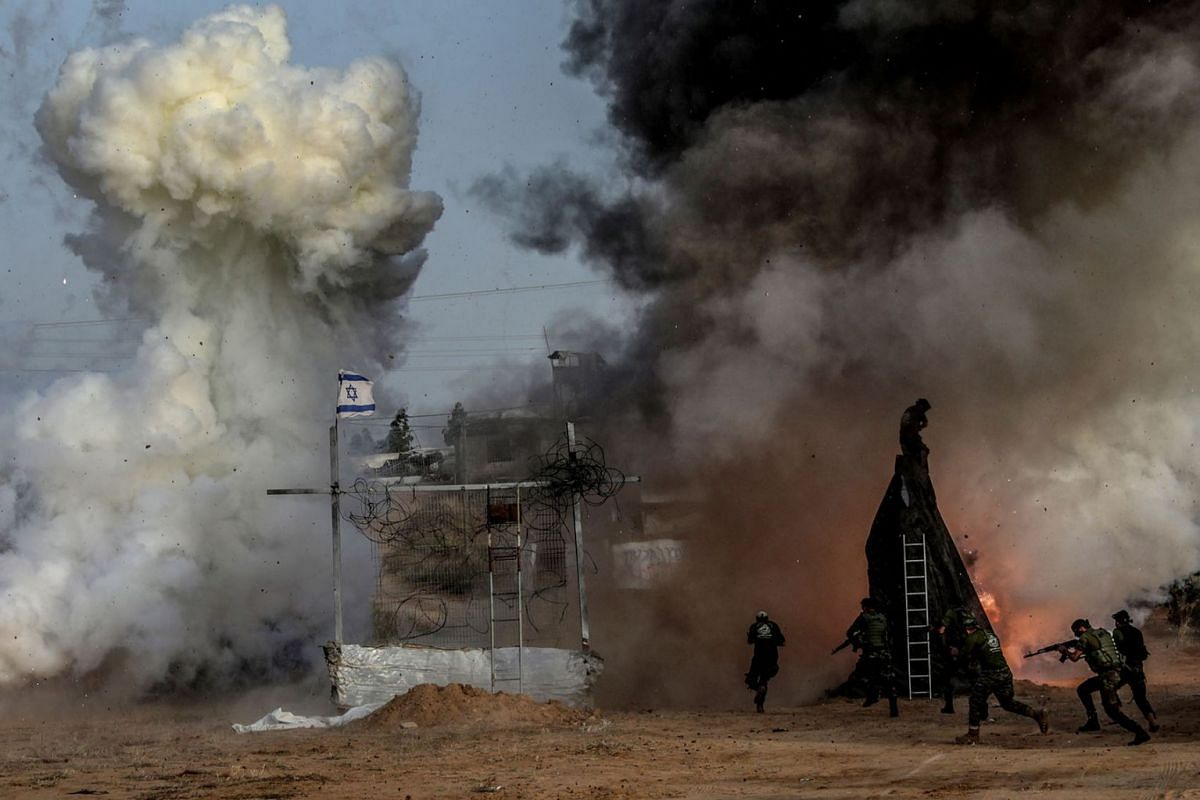 Fighters from Al Mujahideen Brigades loyal to Hamas movement take part during a military exercise in the east of Gaza City, April 24, 2019. PHOTO: EPA-EFE