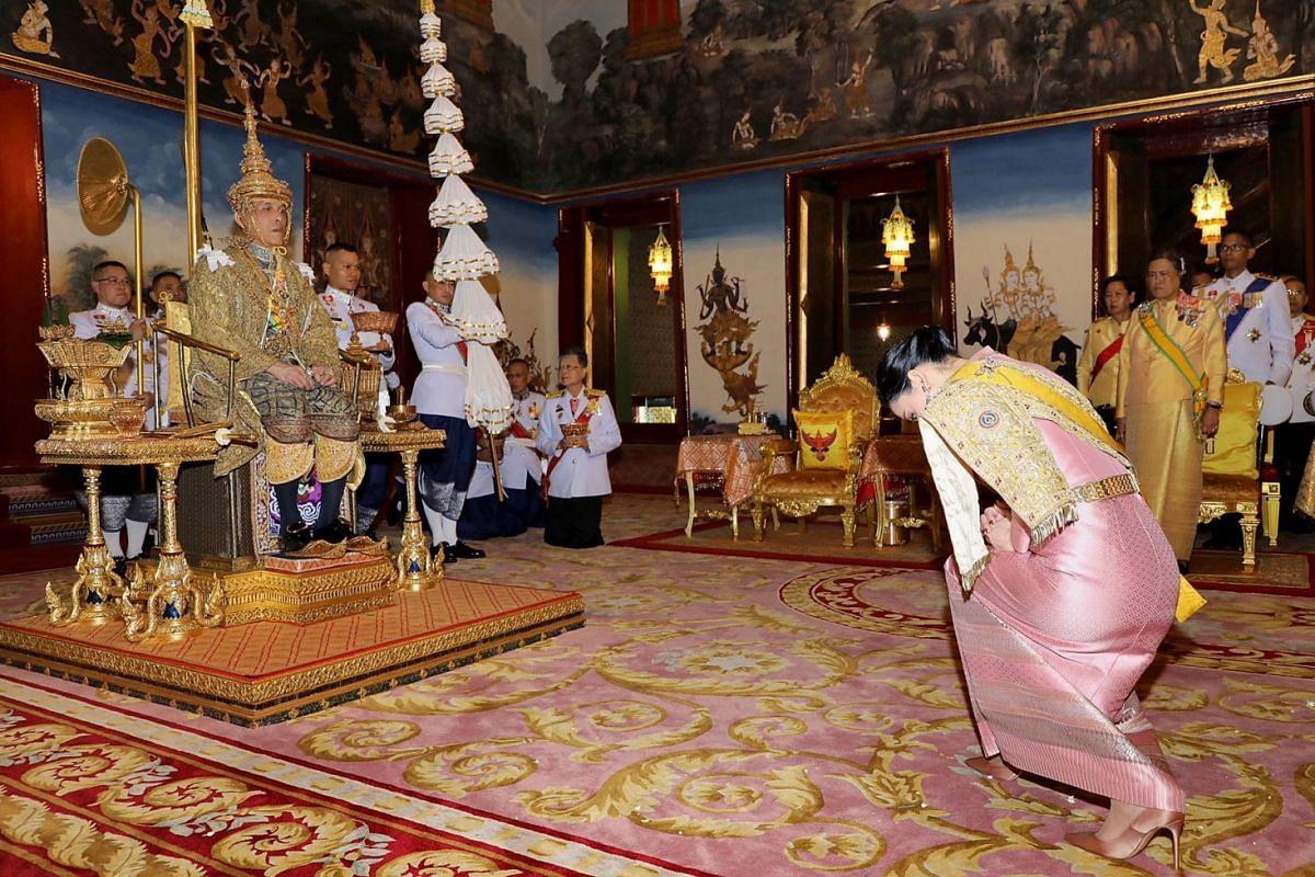 Thai Queen Suthida Vajiralongkorn Na Ayutthaya paying homage to Thai King Maha Vajiralongkorn during the coronation ceremony.