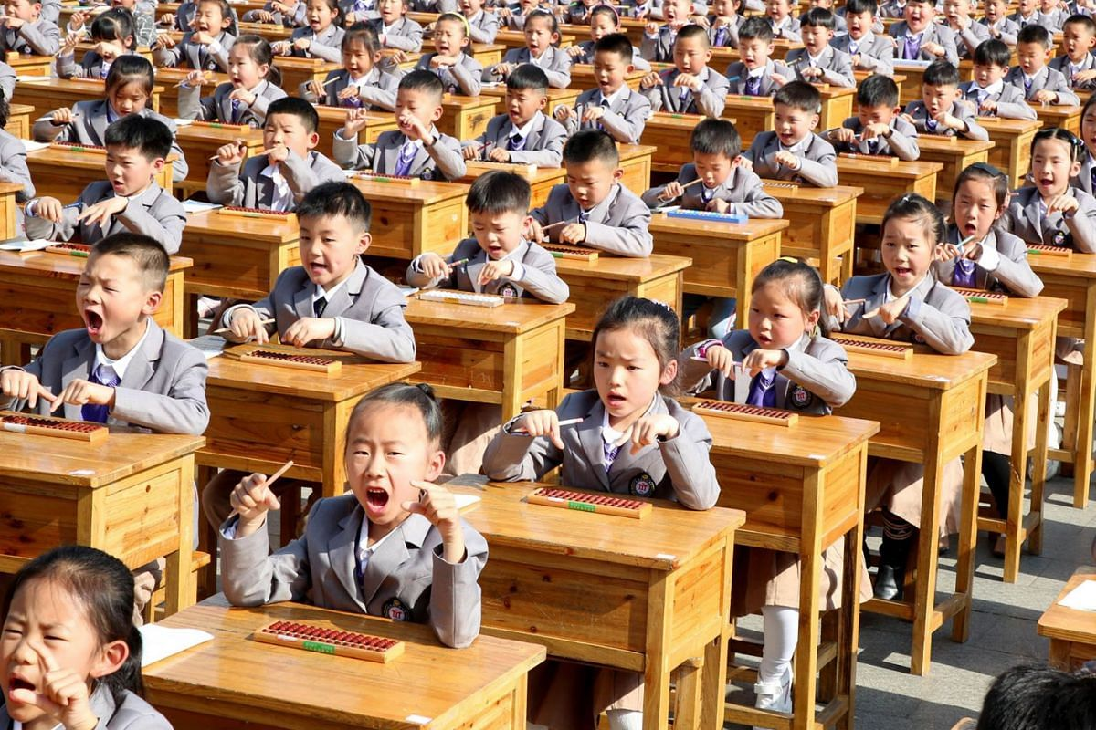Chinese students practice arithmetic outdoors with the help of slide rules at Donghai County Primary School on 12 May 2019 in Lianyungang, China, Lianyungang. PHOTO: SIPA ASIA VIA ZUMA WIRE/DPA