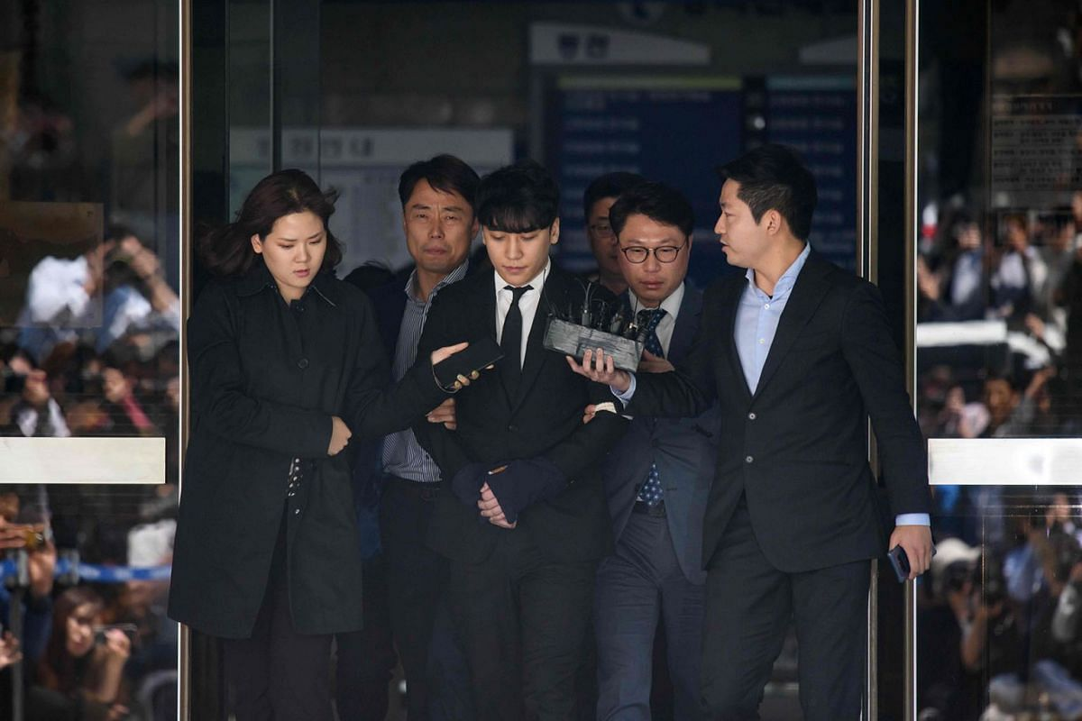 Former BIGBANG boyband member Seungri (C), real name Lee Seung-hyun, is taken into custody as he leaves the High Court in Seoul on May 14, 2019. PHOTO: AFP