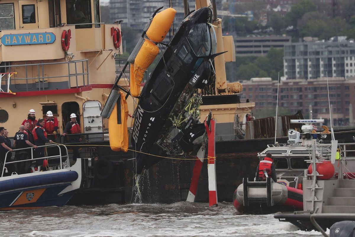 A section of a Helicopter that crashed into the Hudson River is pulled out of the Hudson River in New York City, U.S., May 15, 2019. PHOTO: REUTERS