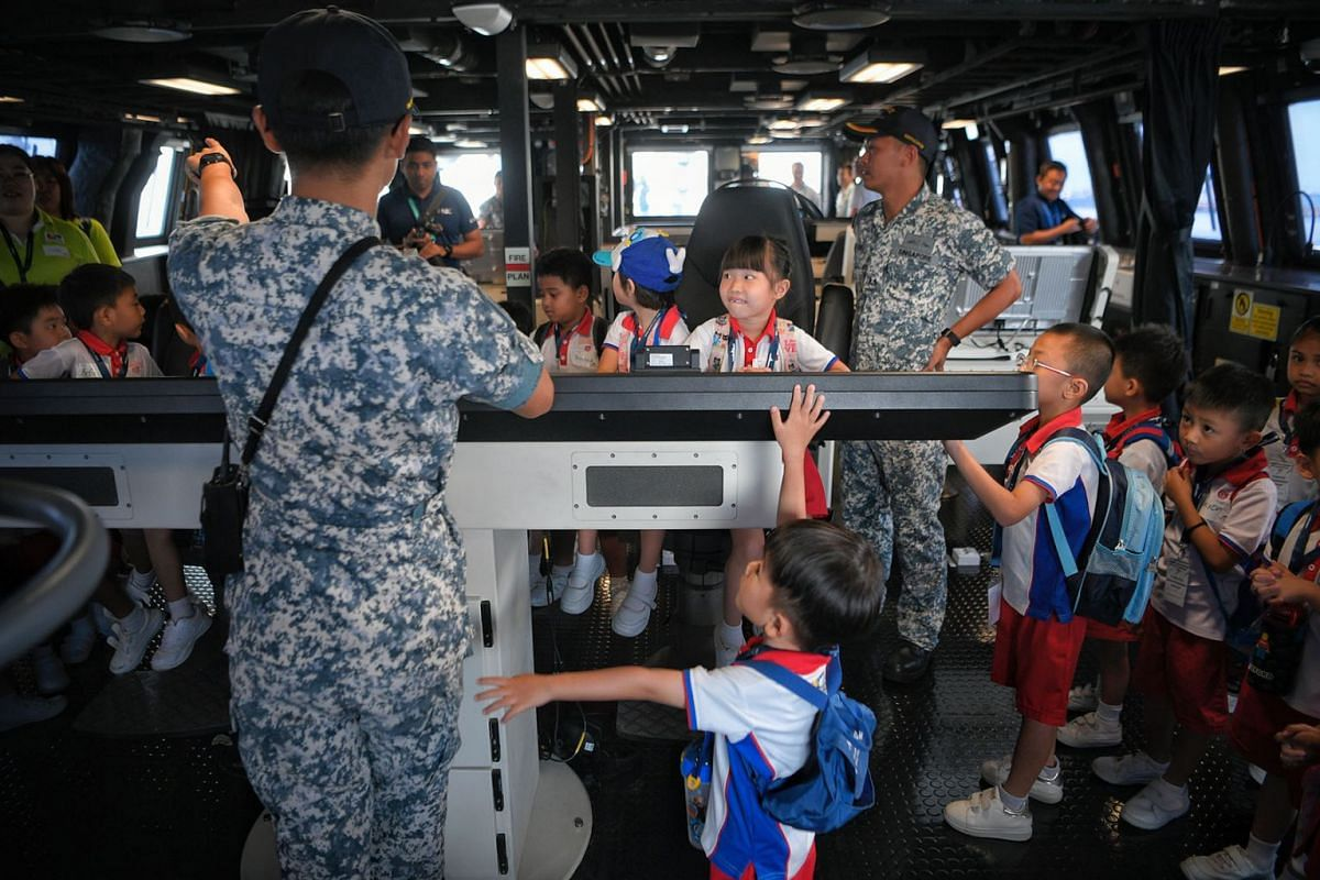 Excited pre-schoolers from PCF Sparkletots were shown around the Integrated Command Centre during a tour of the littoral mission vessel RSS Fortitude at the RSS Singapura-Changi Naval Base on May 16, 2019. PHOTO: THE STRAITS TIMES/MARK CHEONG