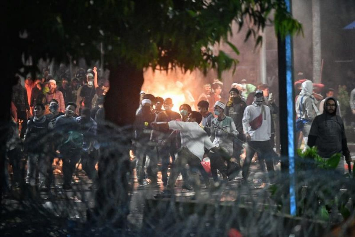 A clash between protesters and police outside the election supervisory agency in Jakarta on May 22, 2019.