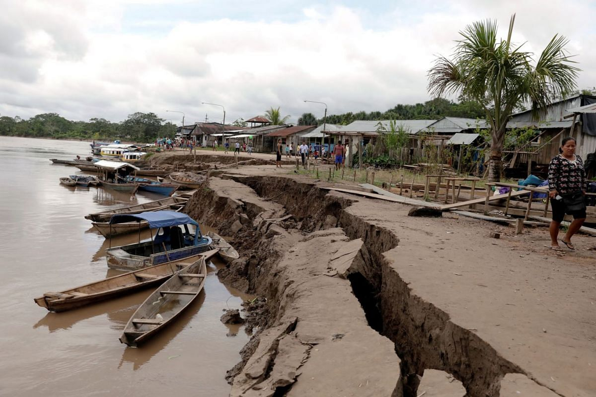 A general view shows a crack on the ground caused by a quake in Puerto Santa Gema, on the outskirts of Yurimaguas, in the Amazon region, Peru, on May 26, 2019. PHOTO: REUTERS