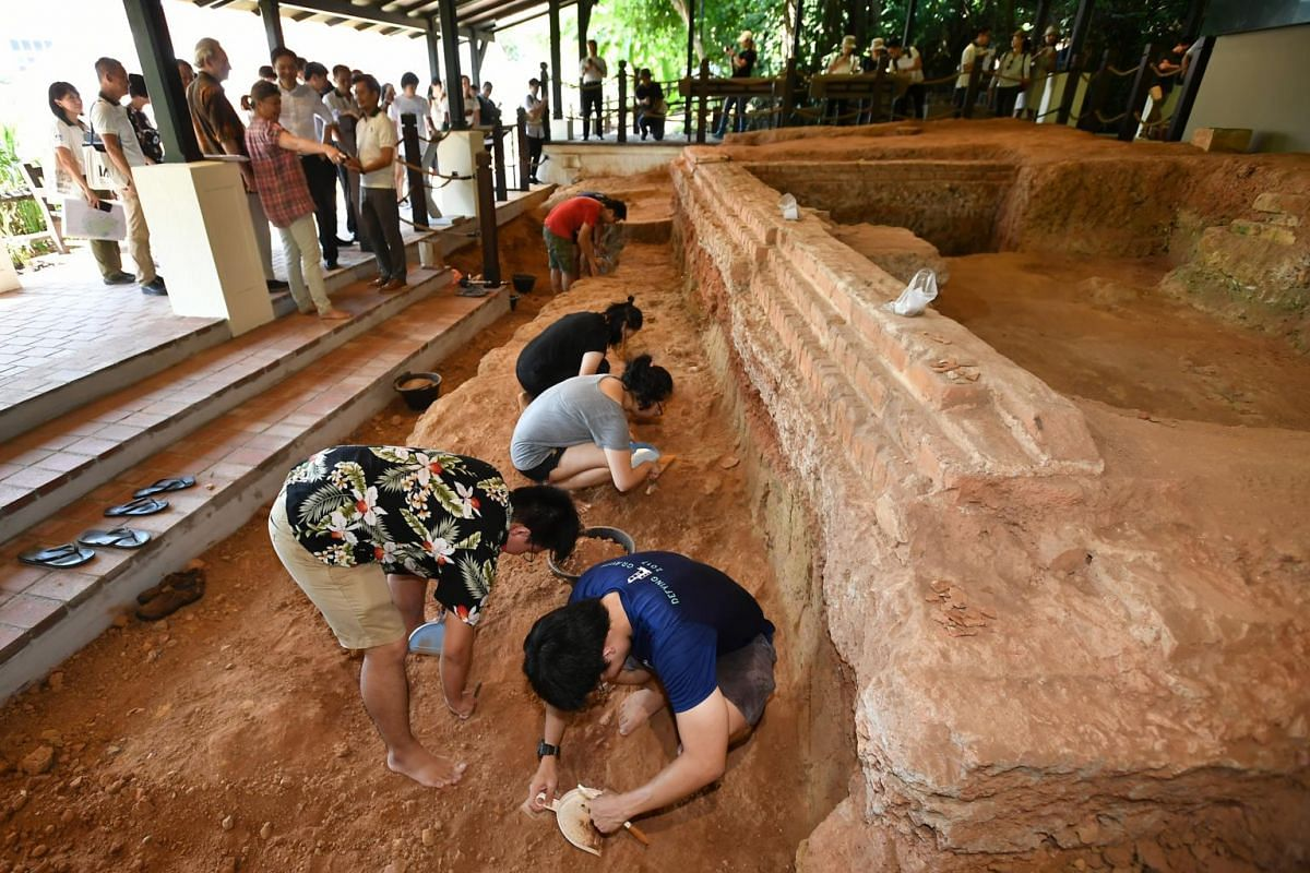Students from the National University of Singapore and Nanyang Technological University conducting archaeological works at the Artisan's Garden.