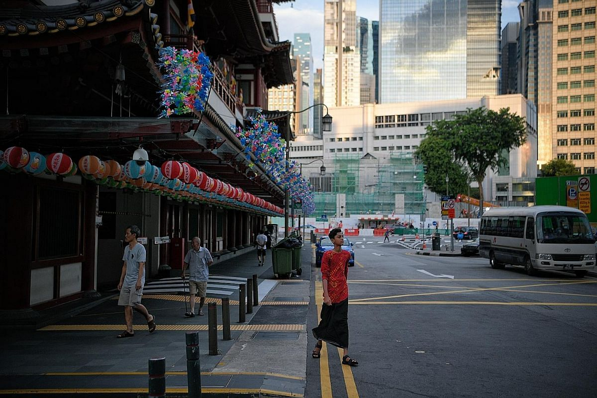 The Buddha Tooth Relic Temple & Museum (above) in South Bridge Road is open daily and has free admission. It is one of the major attractions in Chinatown, drawing Singaporeans as well as busloads of tourists every day.