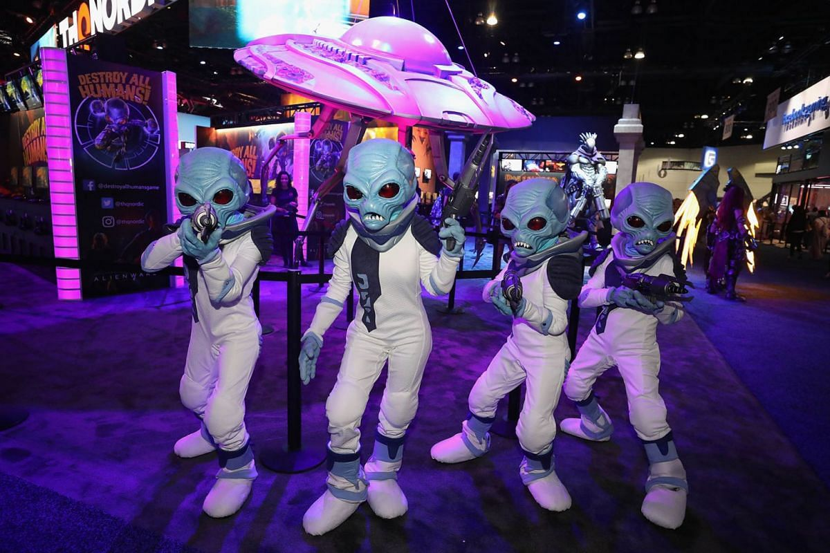 Alien characters from 'Destroy All Humans!' game perform during the E3 Video Game Convention at the Los Angeles Convention Center on June 11, 2019 in Los Angeles, California. PHOTO: GETTY IMAGES/AFP