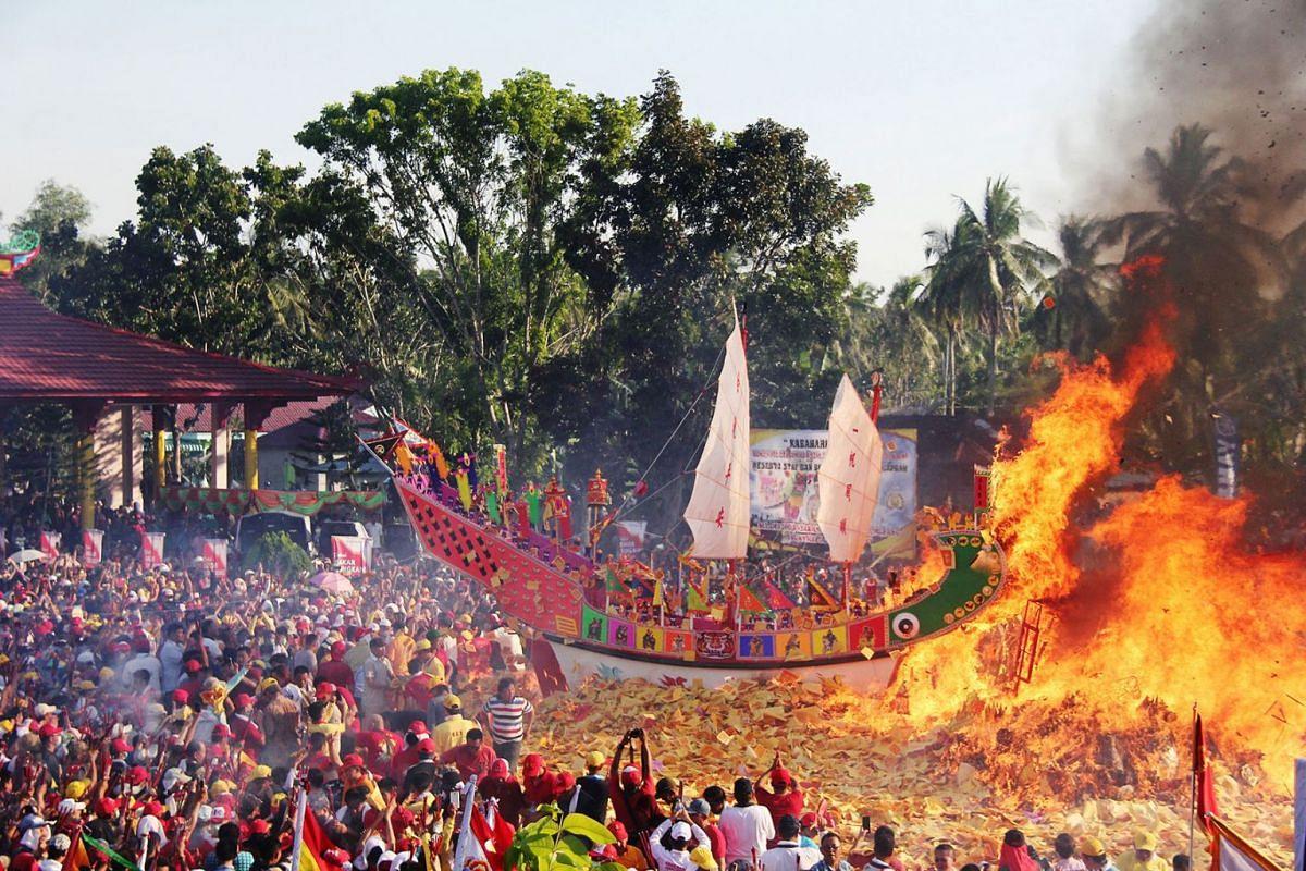 Konghucu worshippers gather as they attend the Bakar Tongkang ritual in Bagansiapiapi, Riau province, Indonesia, June 19, 2019 in this photo taken by Antara Foto. PHOTO: HANDOUT VIA REUTERS