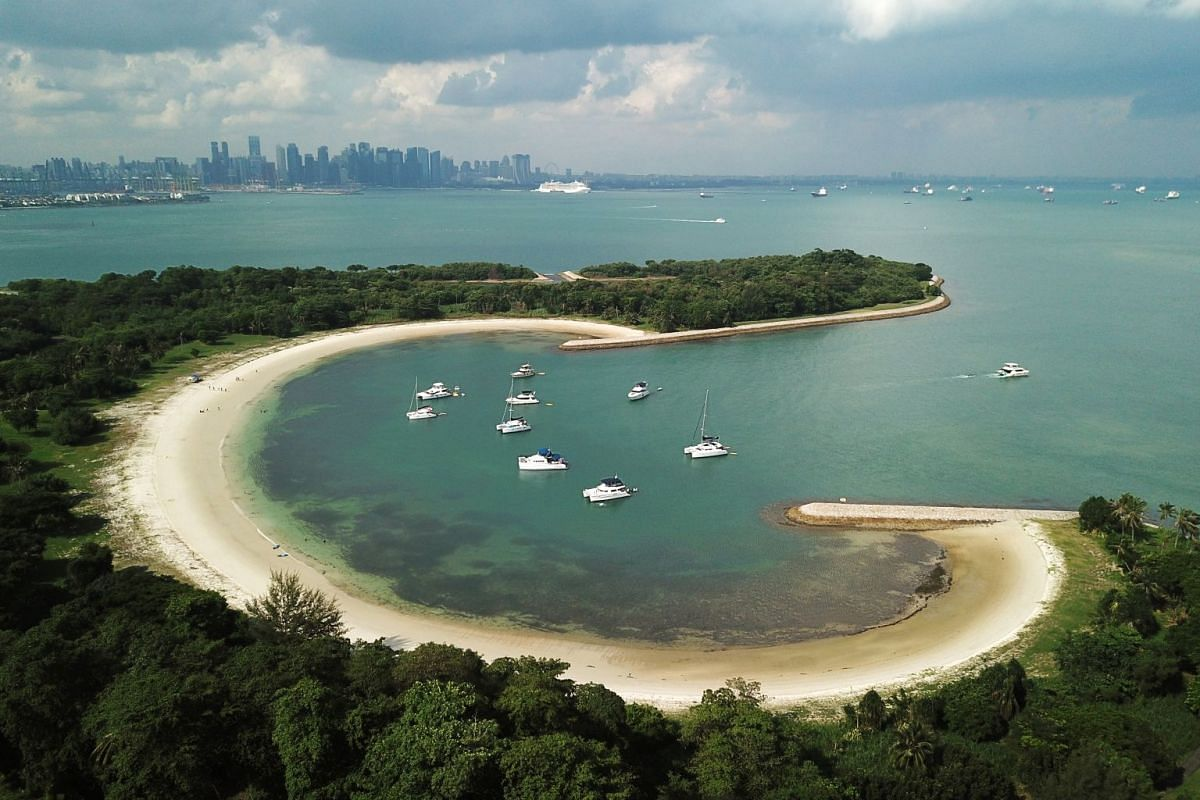 Lazarus Island boasts a pristine 700m beach and is a favourite port of call for private yachts during the weekends.
