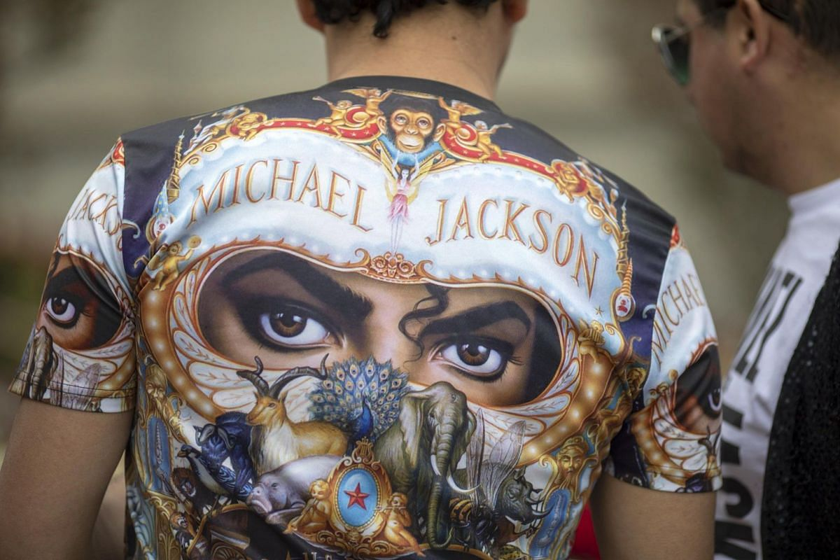 A T-shirt with the eyes of Michael Jackson worn by a fan at the Forest Lawn Cemetery.