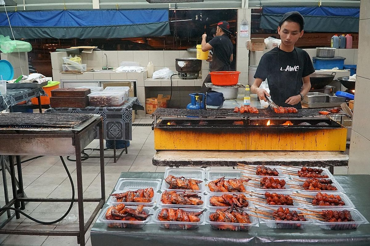 Have a hearty dinner at Gadong Night Market, which sells dishes such as barbecued chicken and fish slathered in chilli sauce.