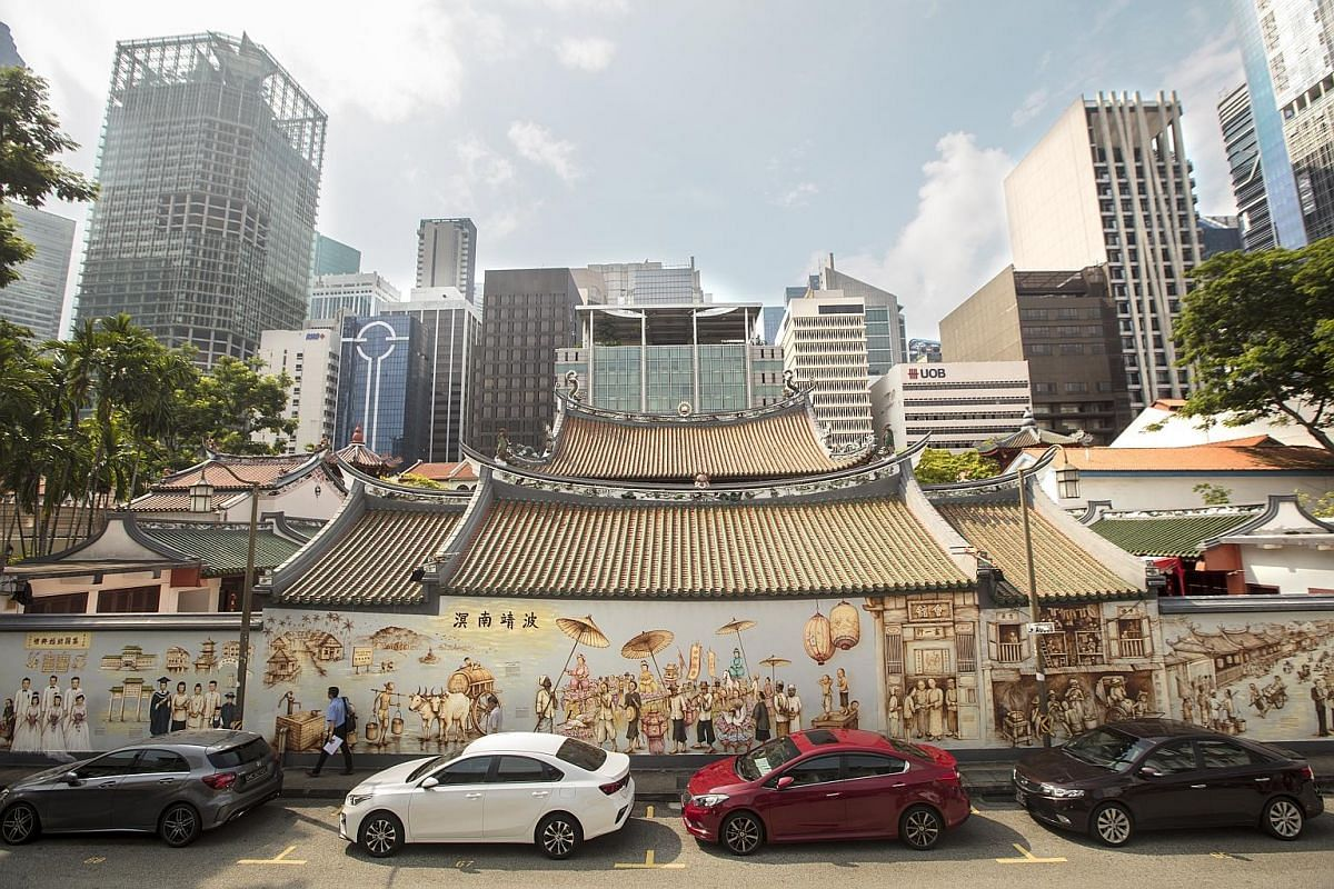 The back wall of the 180-year-old Thian Hock Keng Temple spans some 40m and all of it is covered in an elaborate series of vignettes by mural artist Yip Yew Chong.