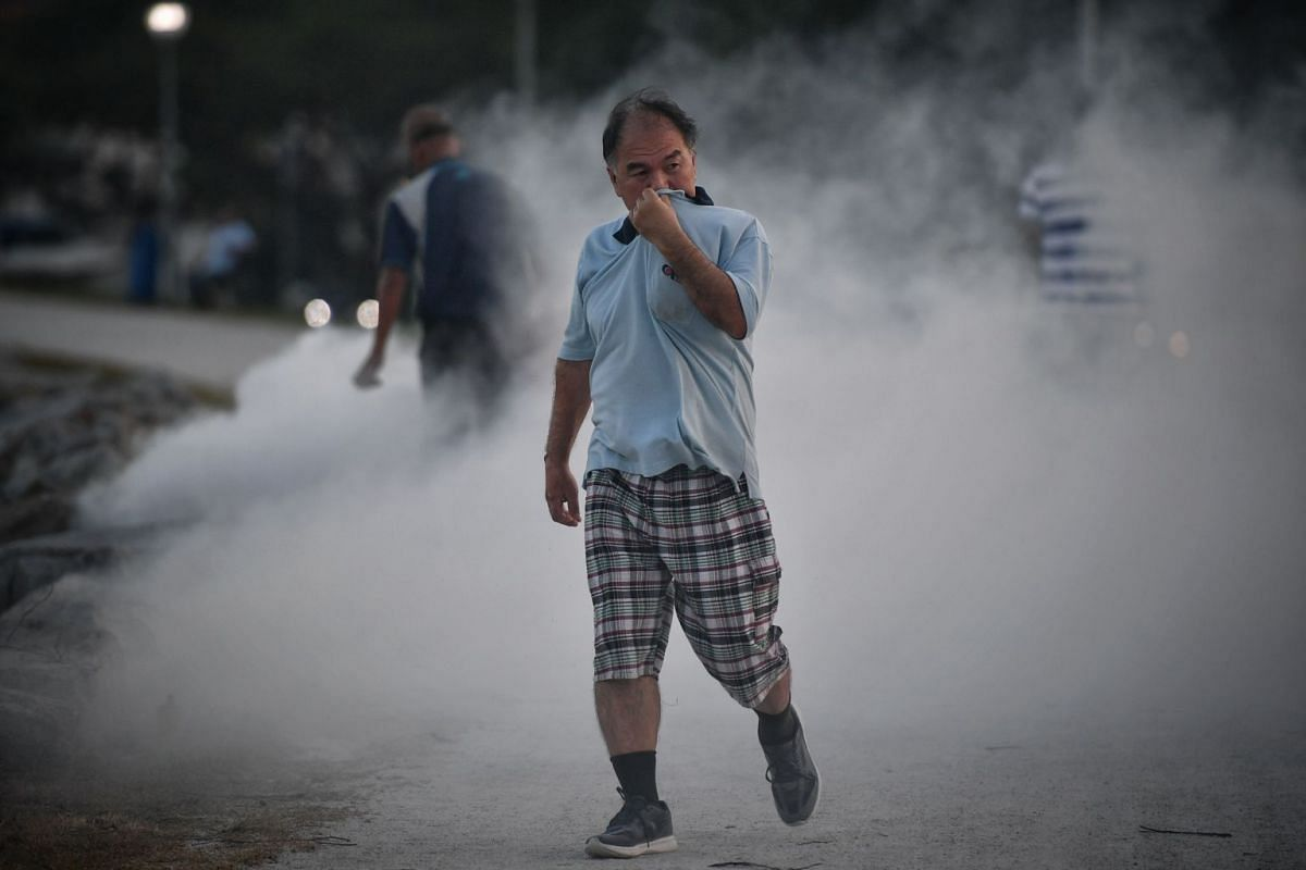 PUB is carrying out fogging twice daily around the Pandan Reservoir dyke, drains and surrounding vegetation in the mornings and evenings to control midges that have been breeding at an alarming rate due to the hot weather . PHOTO: THE STRAITS TIMES/A