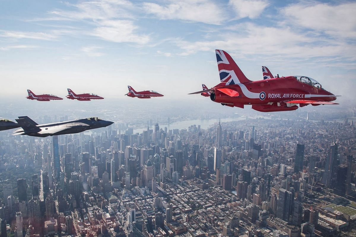 Britain's Royal Air Force aerobatic team the Red Arrows fly with an U.S. Air Force F-35 aircraft over New York City, U.S. August 22, 2019. PHOTO: MOD CROWN COPYRIGHT VIA REUTERS