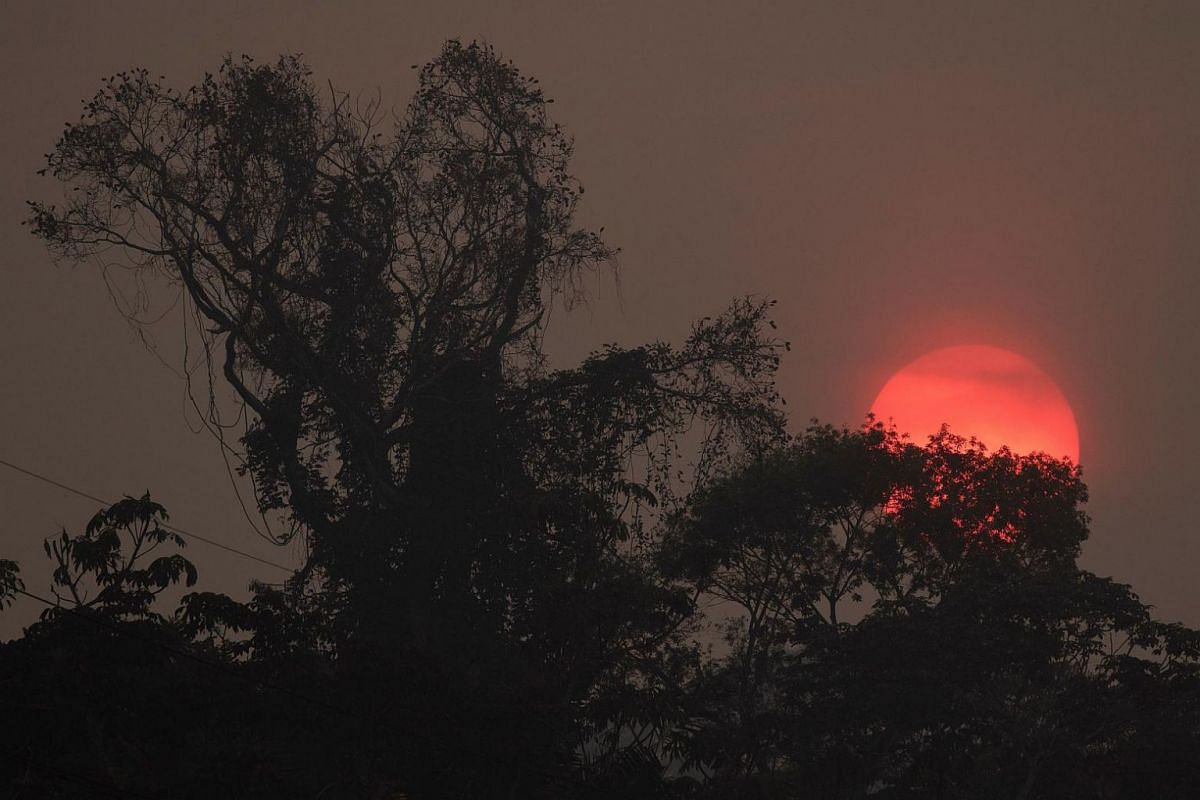A red sun is seen amid the heavy smoke caused by fires in the Amazon rainforest in Rondonia state, Brazil, on Aug 25, 2019.