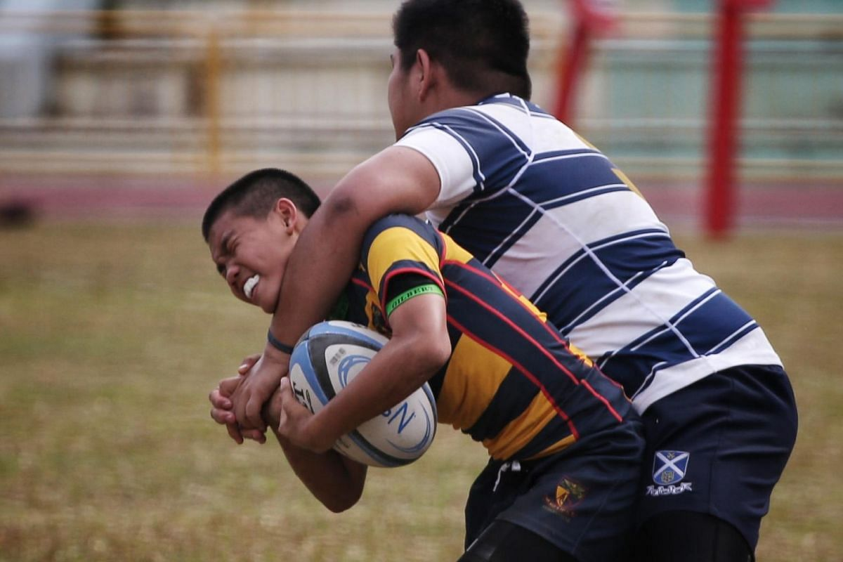 Javier Ling (left) of ACS(I) and Ranen Seow of St Andrew's in action in the Boys' C Division rugby finals at Queenstown Stadium on Aug 29, 2019.