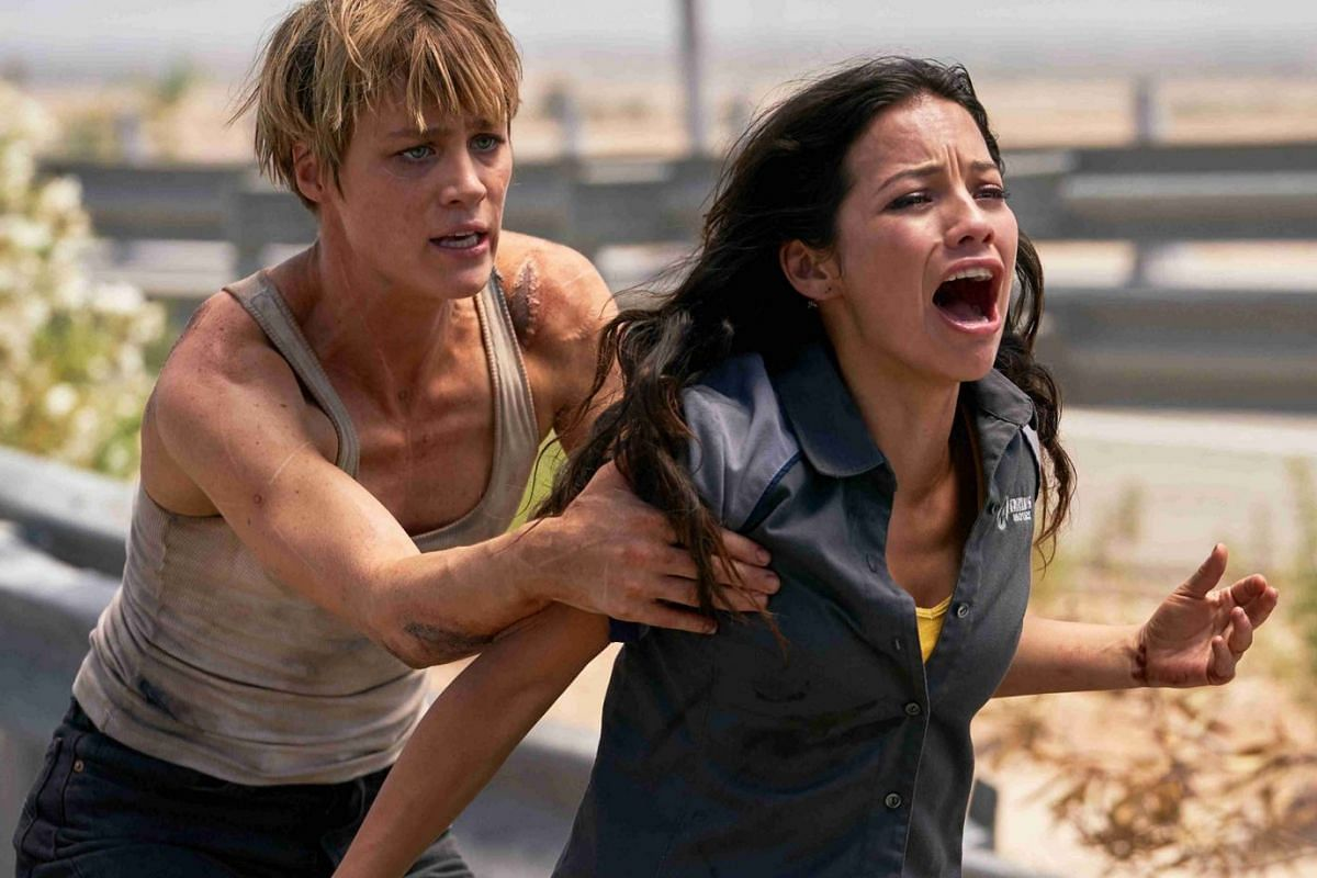 Mackenzie Davis (left) and Natalia Reyes (right) in Terminator: Dark Fate.