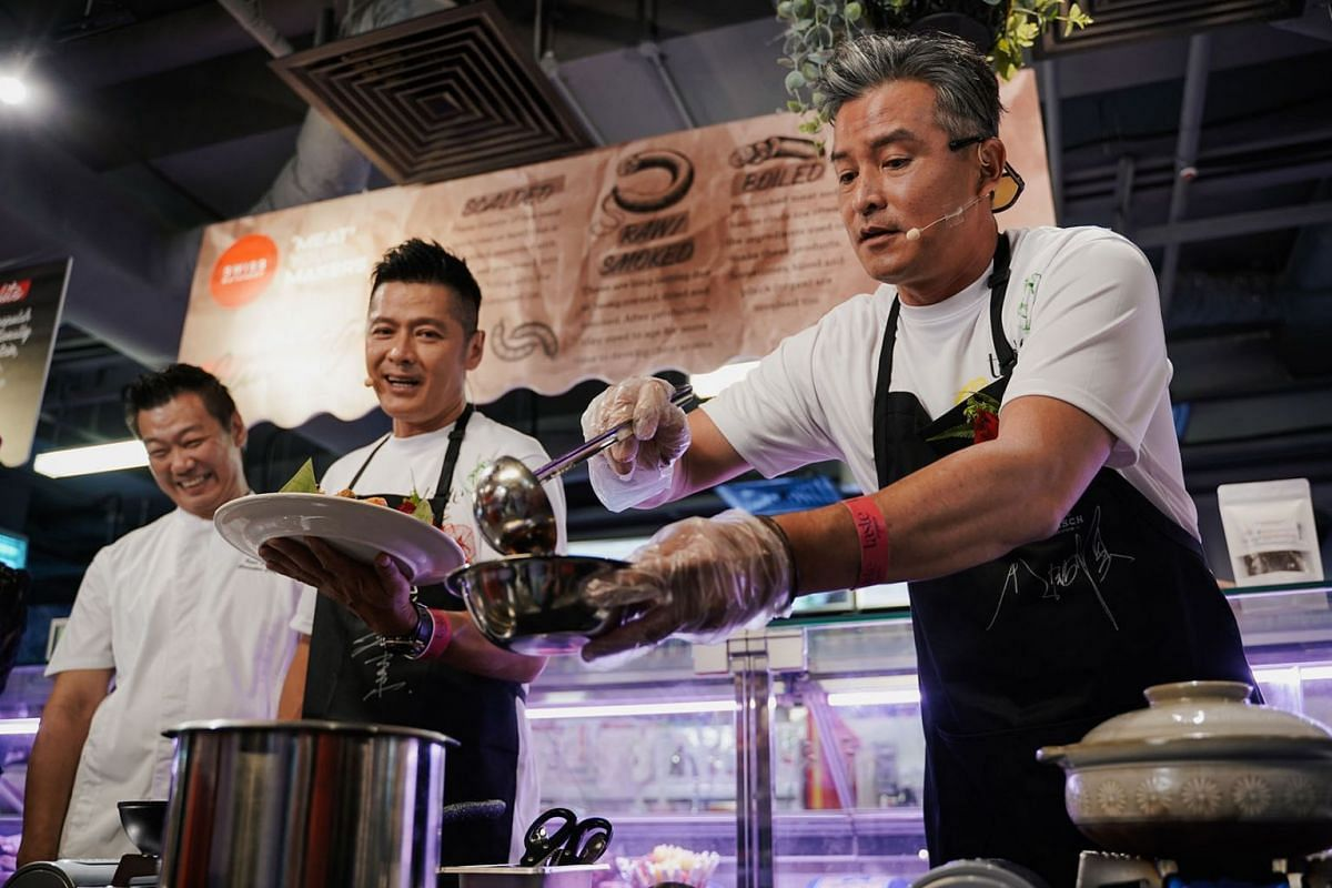 Veteran actors Li Nanxing and Christopher Lee (right) whipped up some local favourites for charity at a cook-off hosted by Taste butchery and Seafood Factory Outlet, 4 Sept, 2019. The $13,200 raised in ticket sales will be split evenly between The St