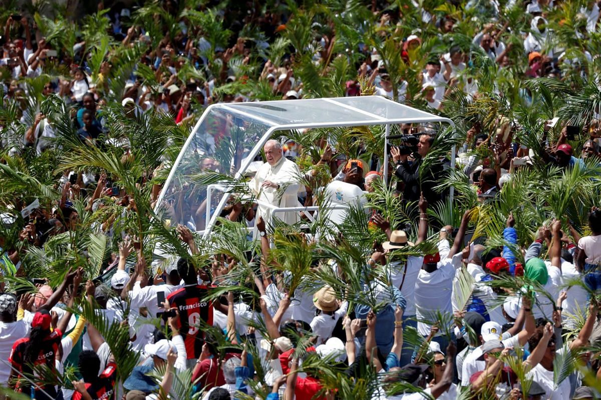 Pope Francis arrives in Papamobile to celebrate a mass at the monument to Mary, Queen of Peace in Port Louis, Mauritius, September 9, 2019. PHOTO: REUTERS