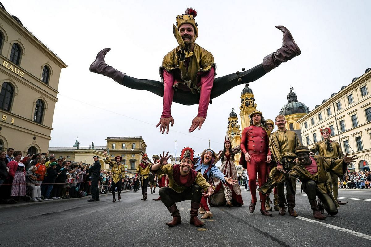 Jesters in traditional costumes participate in the costume parade during the opening weekend of the 186th Oktoberfest beer festival on the Theresienwiese in Munich, Germany, 22 September 2019. The Munich Beer Festival is the world's largest tradition