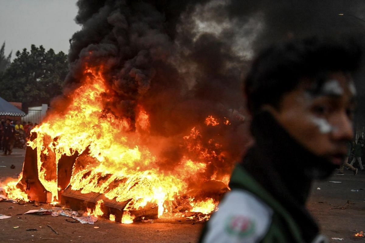 A fire rages during university students' protest outside the Indonesian Parliament in Jakarta, Indonesia on Sept 24, 2019.