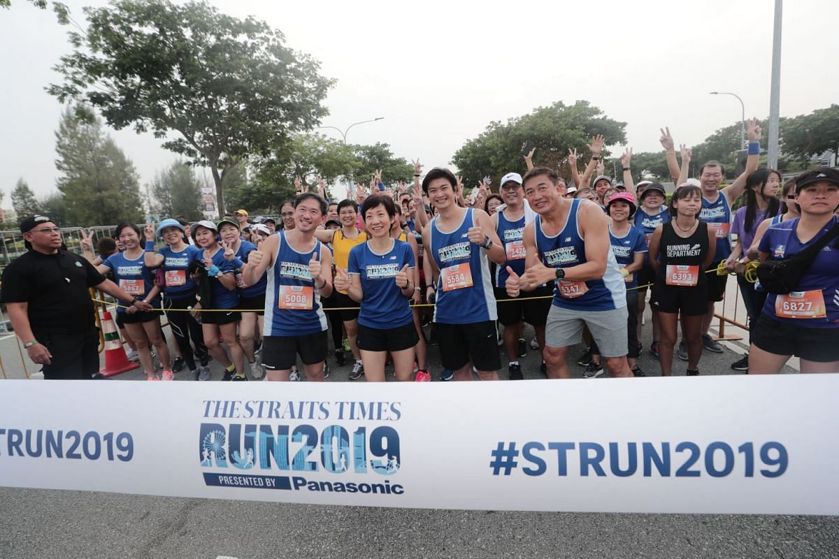 SPH deputy CEO Anthony Tan, Culture, Community and Youth Minister Grace Fu, Director of Panasonic Singapore Philip Chua and Sport Singapore chief executive Lim Teck Yin at the start of the 3.5km Fun Run.