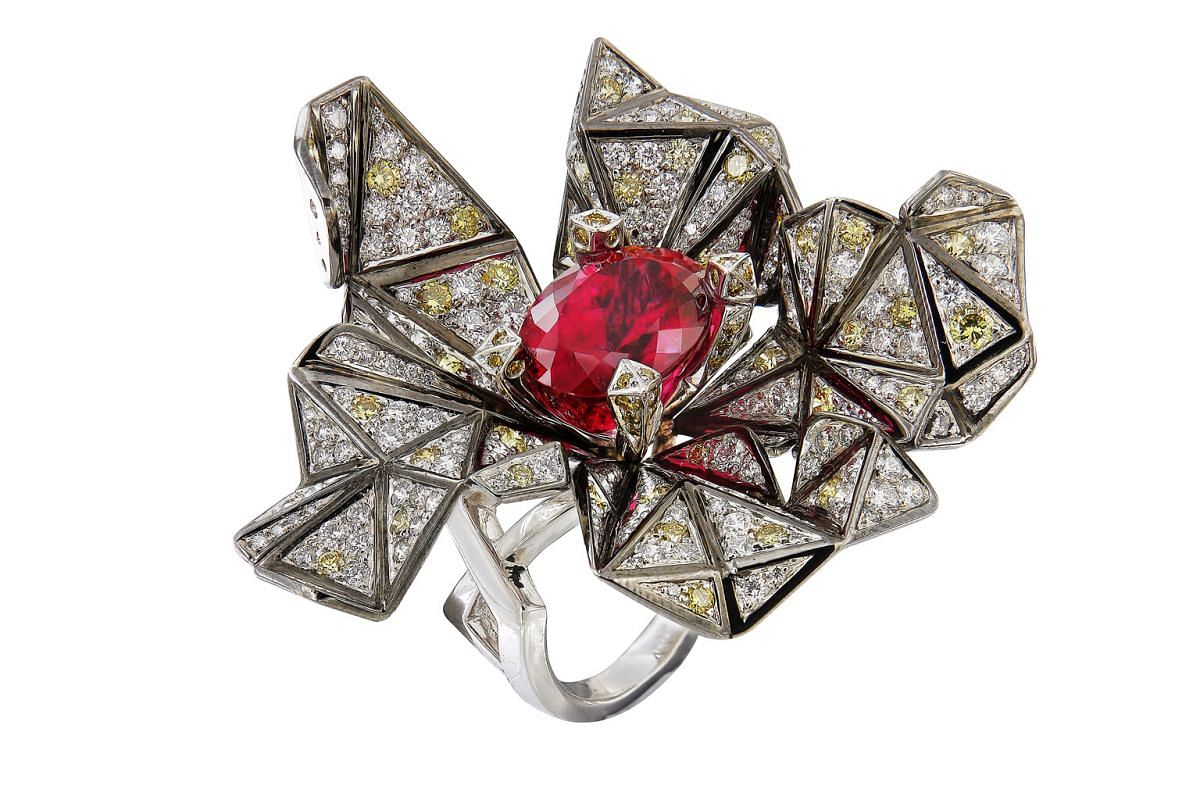 CARATELL ORIGAMI RING.