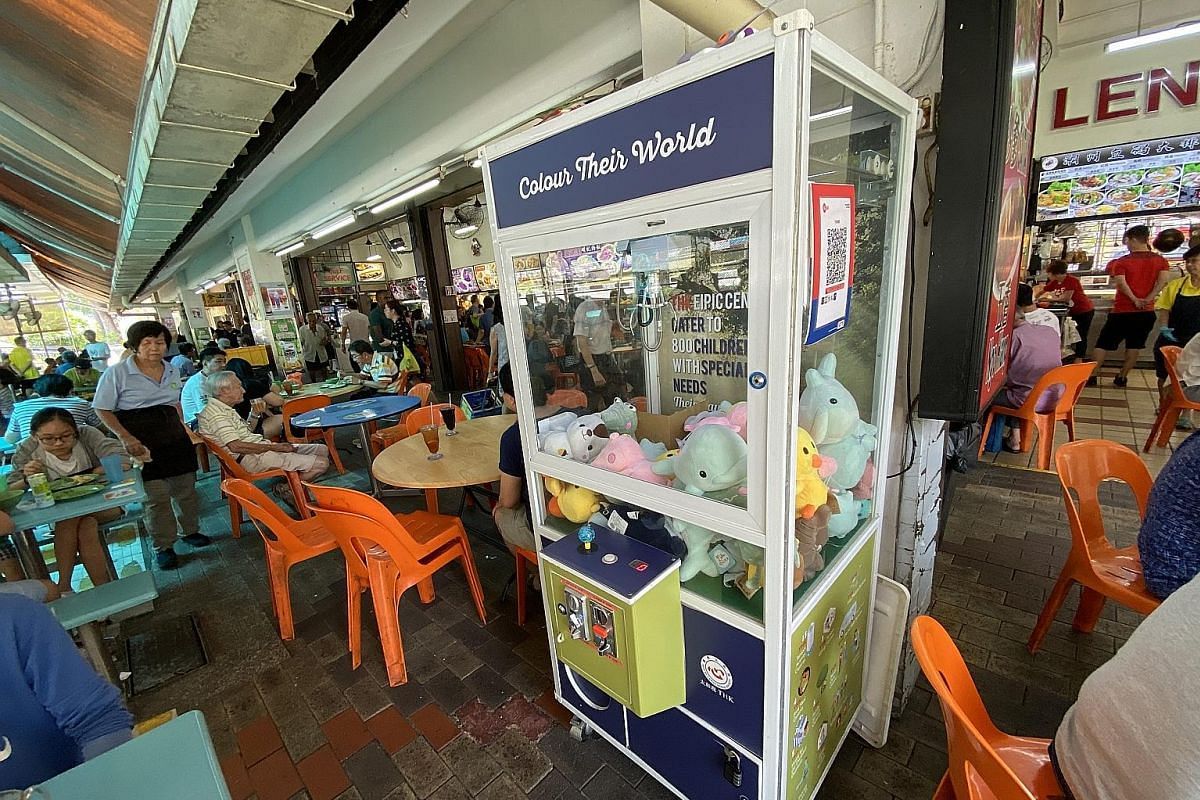A claw machine at Kim San Leng Food Centre (above), a coffee shop in Bishan Street.