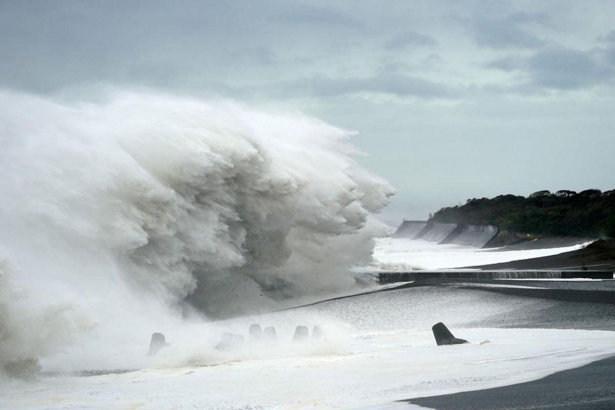 Surging waves generated by Typhoon Hagibis hit the seashore in Mihama, Mie Prefecture, on Oct 12, 2019.