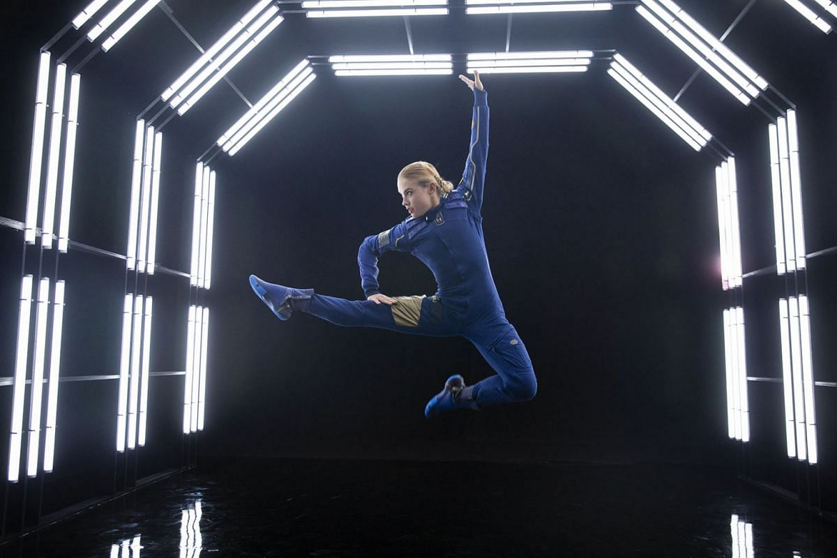A model presents the new, high-tech jumper for customers of Virgin Galactic's space flight in New York on Tuesday, Oct. 15, 2019. Tickets for the trip to space currently cost about $250,000. PHOTO: THE NEW YORK TIMES