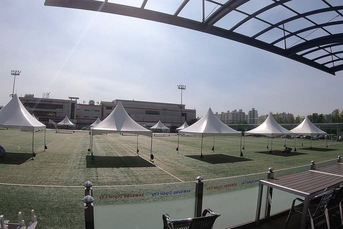 Speaking of football, the Digital City also has sports amenities like football fields for employees to unwind. Within the complex, there are 10 basketball courts, four badminton courts, three soccer fields, two baseball fields, a swimming pool and ev