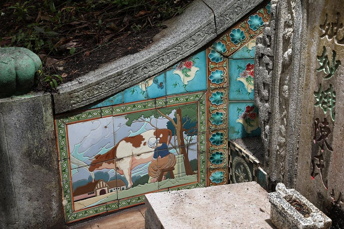 Floral art nouveau tiles from England and geometric tiles from Japan adorn this 1924 tomb. As the tomb is located close to where a battle took place just before the fall of Singapore during World War II, the rounded areas of tile damage may have been