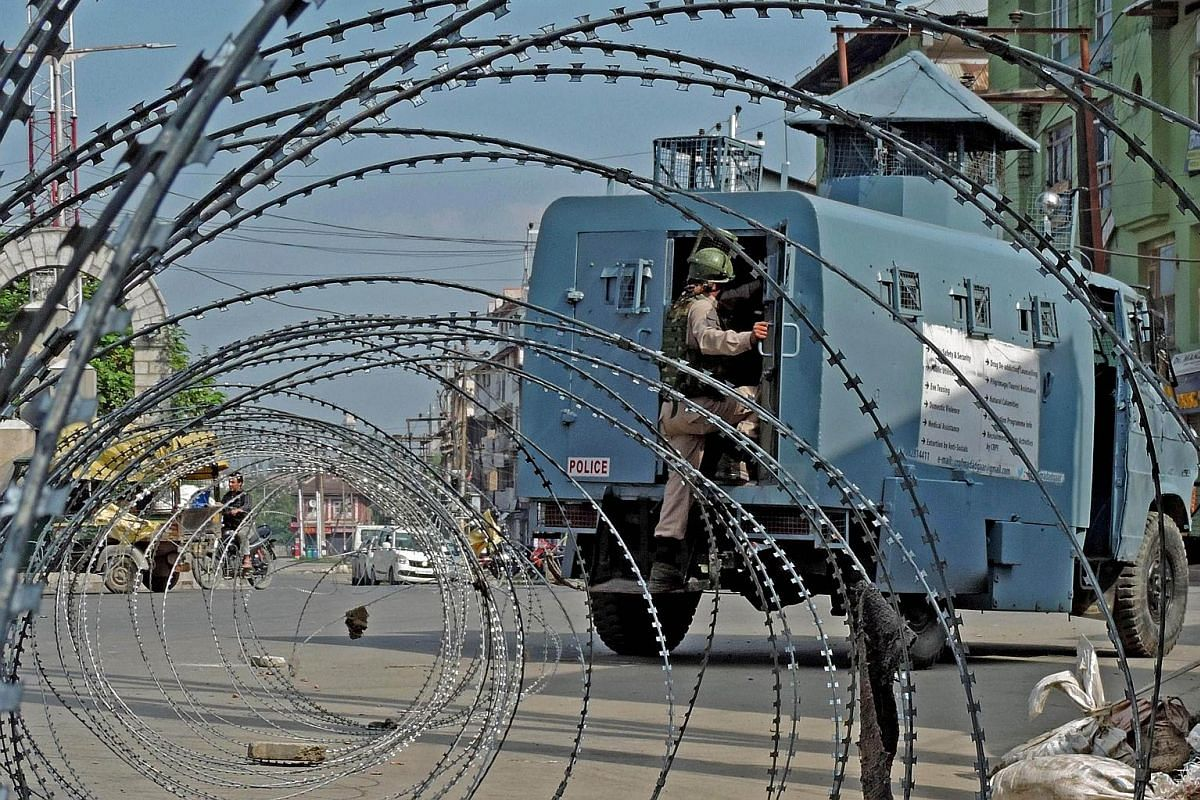 Street vendors in Srinagar, Kashmir, have resumed trading but shops are still closed following the Indian government's decision to revoke the region's seven decades of constitutional autonomy.