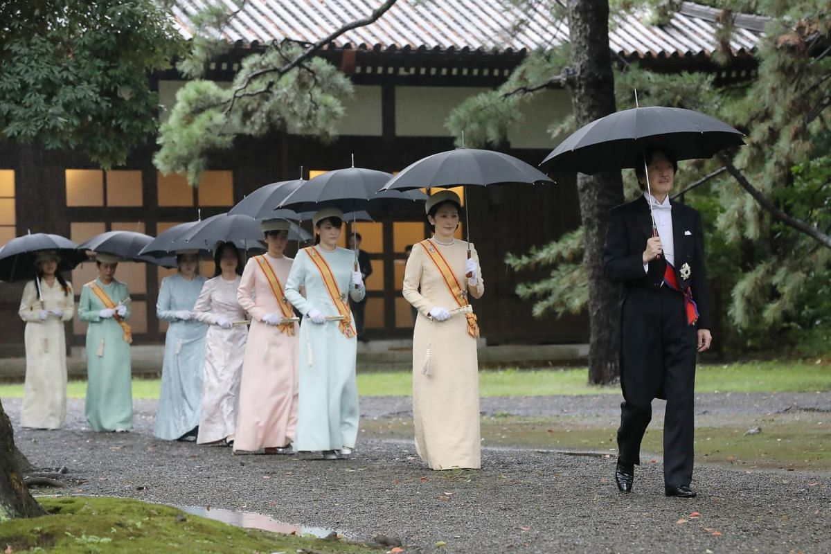 Japanese Crown Prince Akishino (right) and Crown Princess Kiko (second from right) on their way to the Sokuirei-Tojitsu-Kashikodokoro-Omae-no-gi Ceremony at the Imperial Palace ahead of Emperor Naruhito's enthronement ceremony, in Tokyo, Japan, on Oc