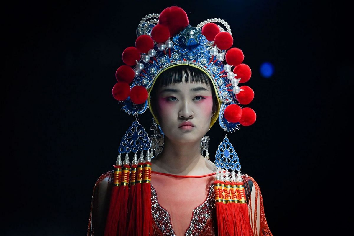 A model displays a creation from the David Sylvia collection by designer Hao Weimin during China Fashion Week in Beijing on Oct 28, 2019.